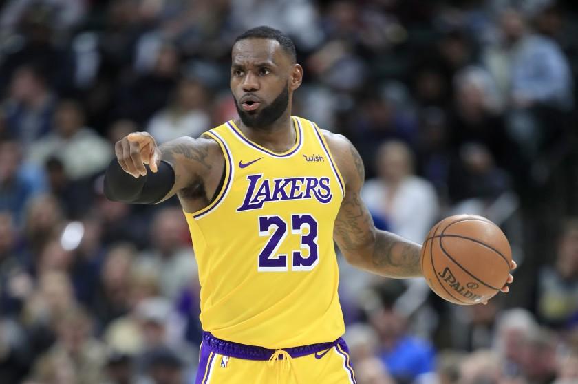 LeBron in azione coi Lakers