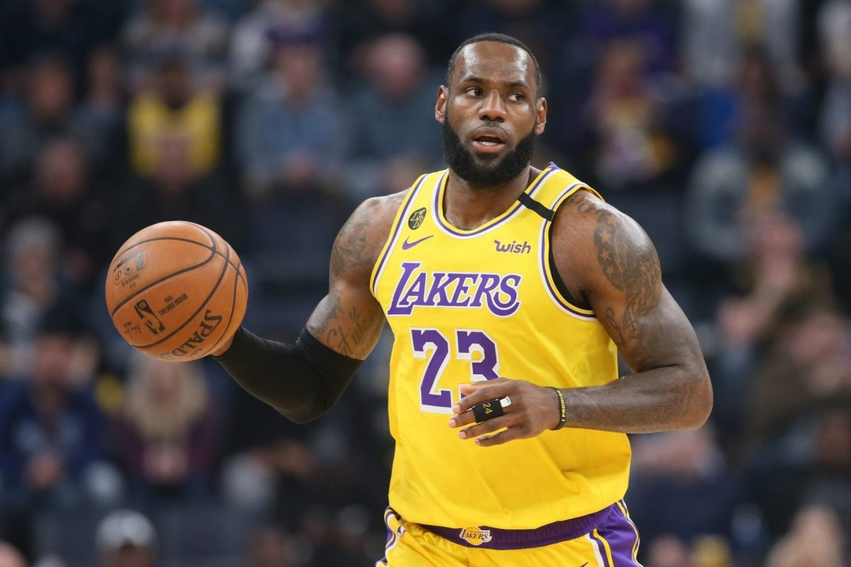 Lebron James con la maglia dei Los Angeles Lakers