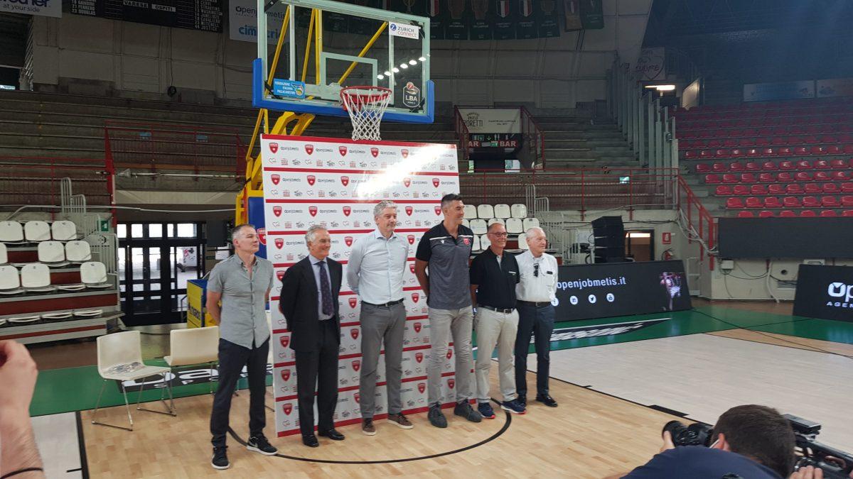 Varese presenta Luis Scola