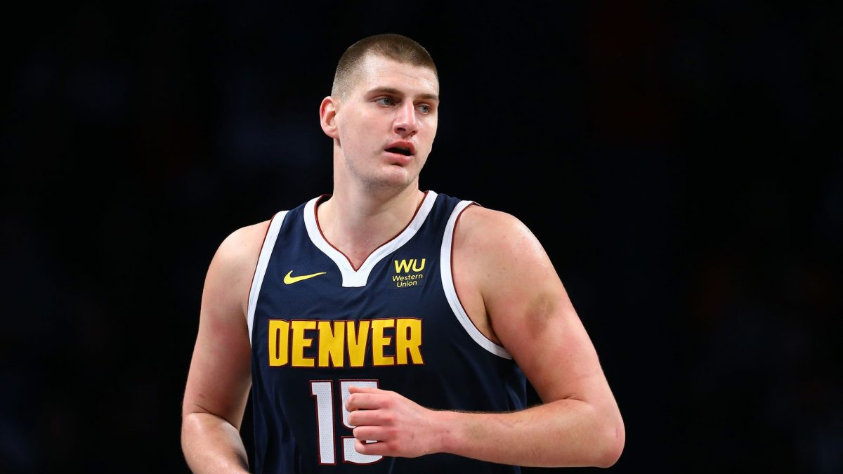 Nikola Jokic in azione con Denver