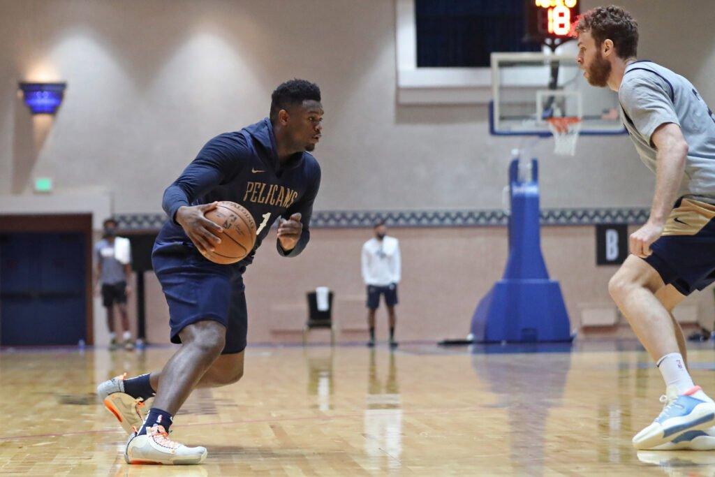 Zion Williamson durante un allenamento