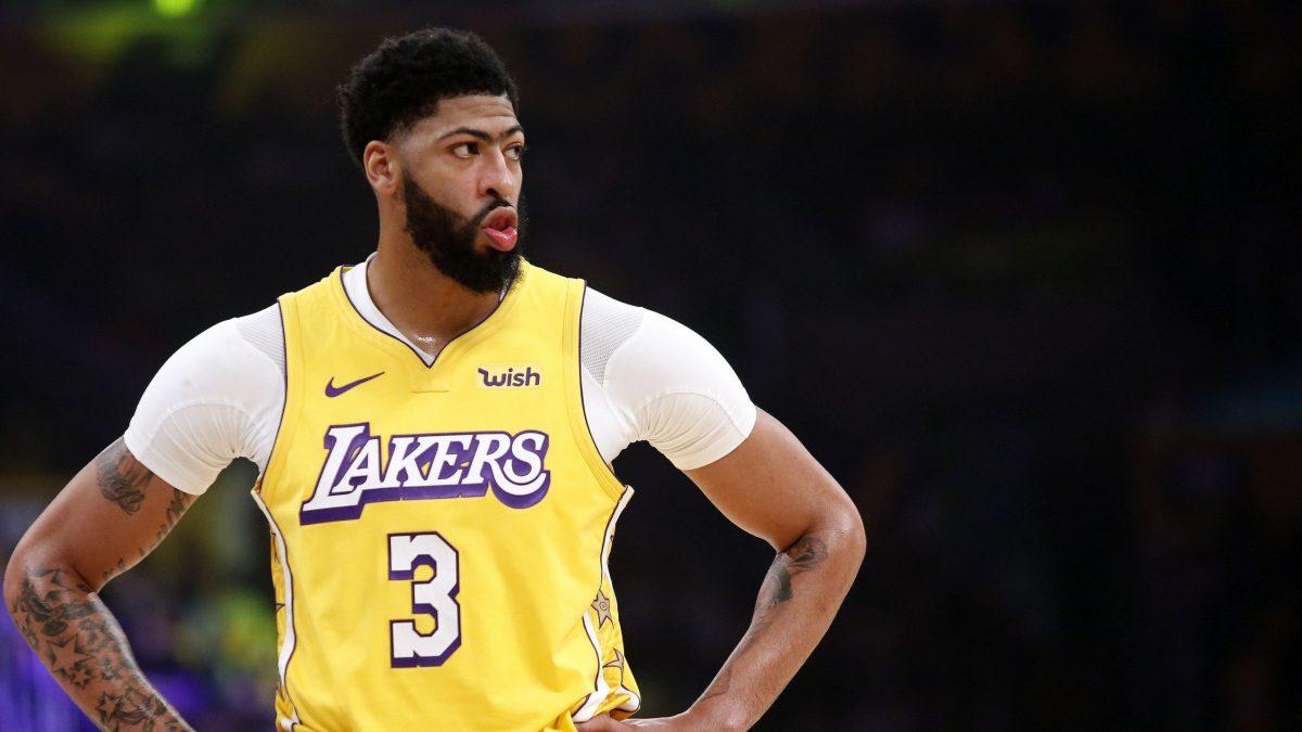 Davis in azione coi Lakers