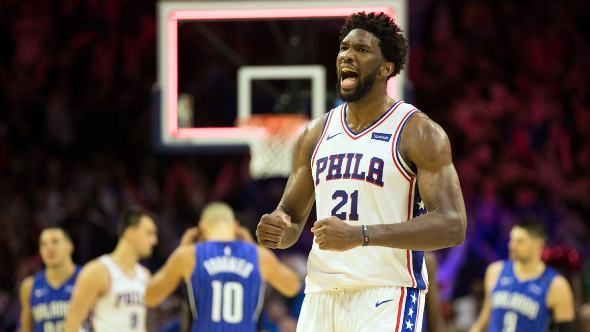 Joel Embiid in azione coi Sixers