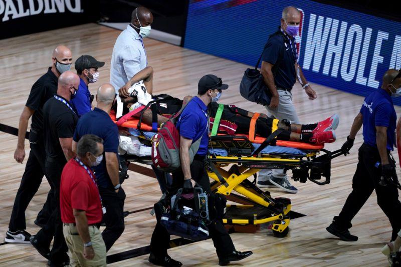 Derrick Jones jr subisce un infortunio al collo contro i Pacers
