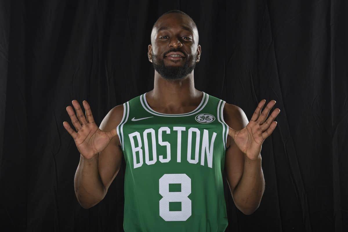 Kemba Walker posa in maglia Celtics