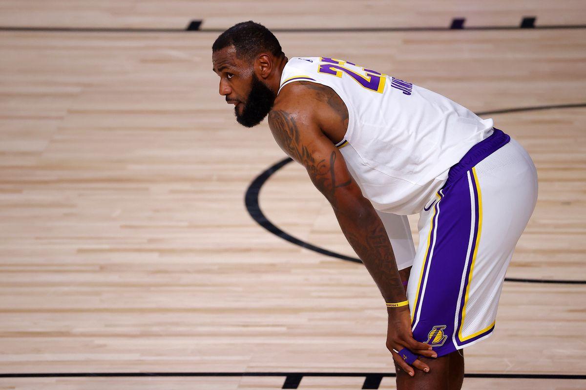 LeBron James scrive la storia dei Lakers con le triple doppie