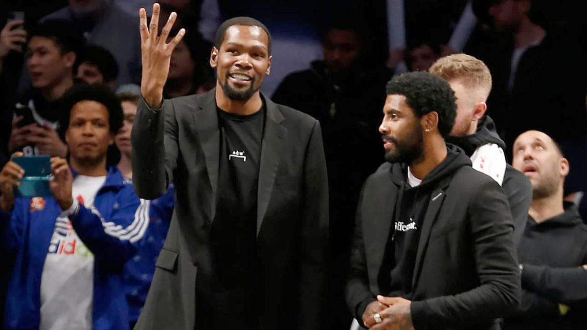 Kevin Durant e Kyrie Irving sulla panchina dei Nets