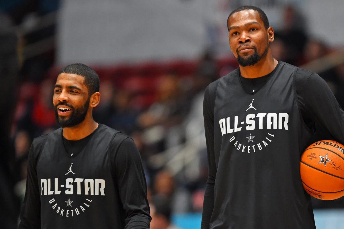 Kevin Durant e Kyrie Irving compagni di squadra