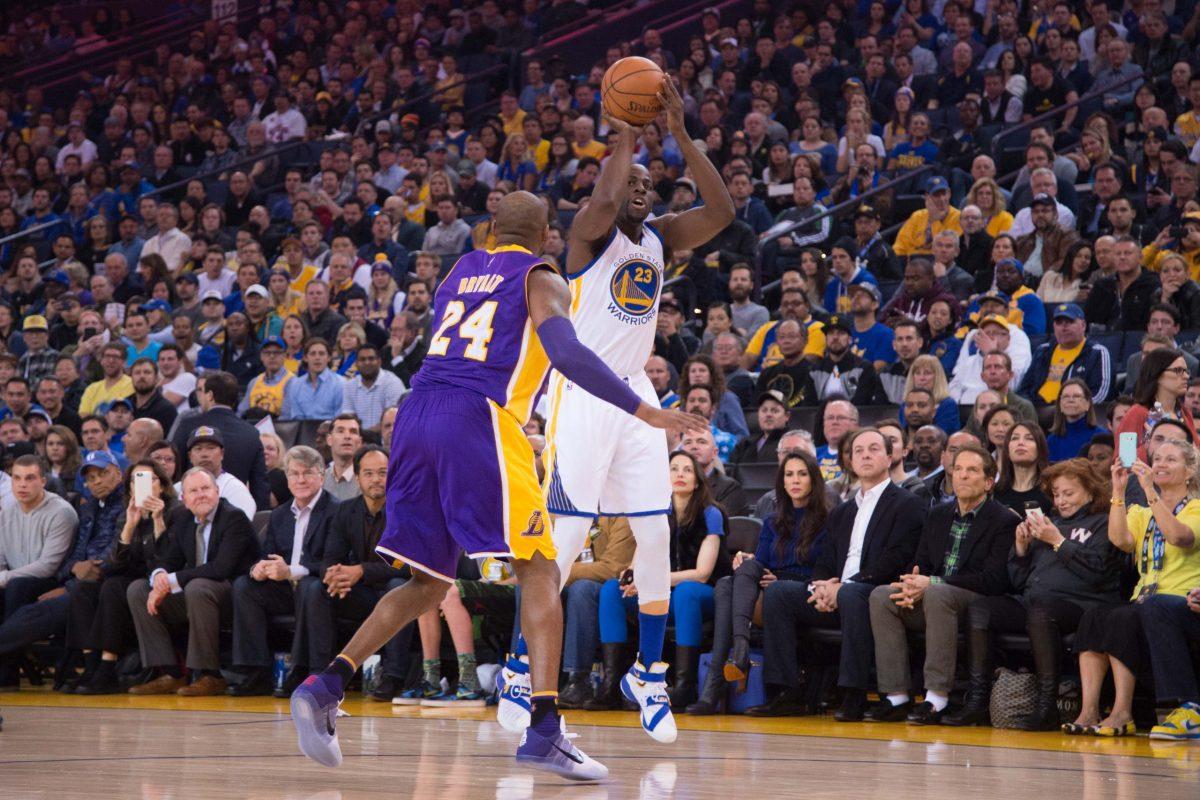 Kobe Bryant contro Draymond Green in partita