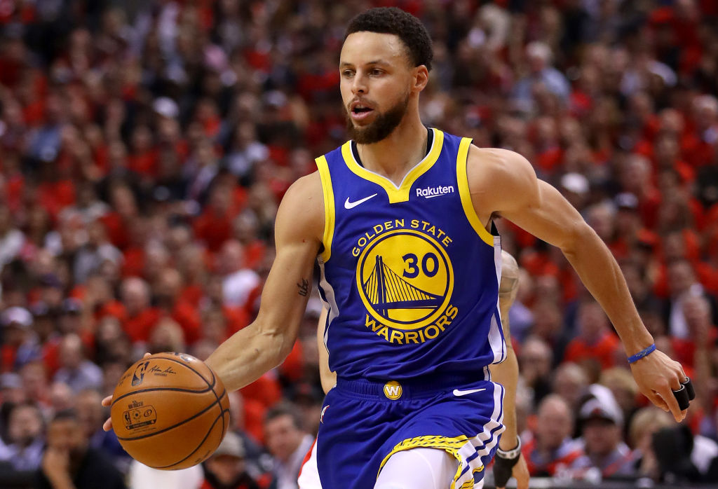 Stephen Curry palla in mano