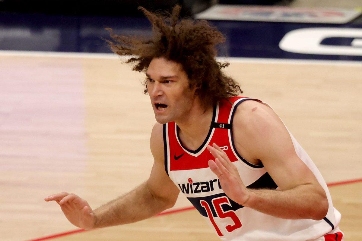 Lopez in azione con gli Wizards