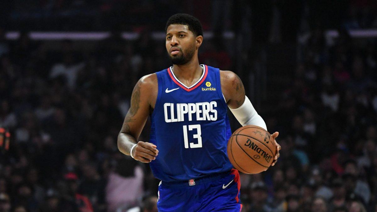 La stella dei Clippers conduce l'azione in una partita stagionale