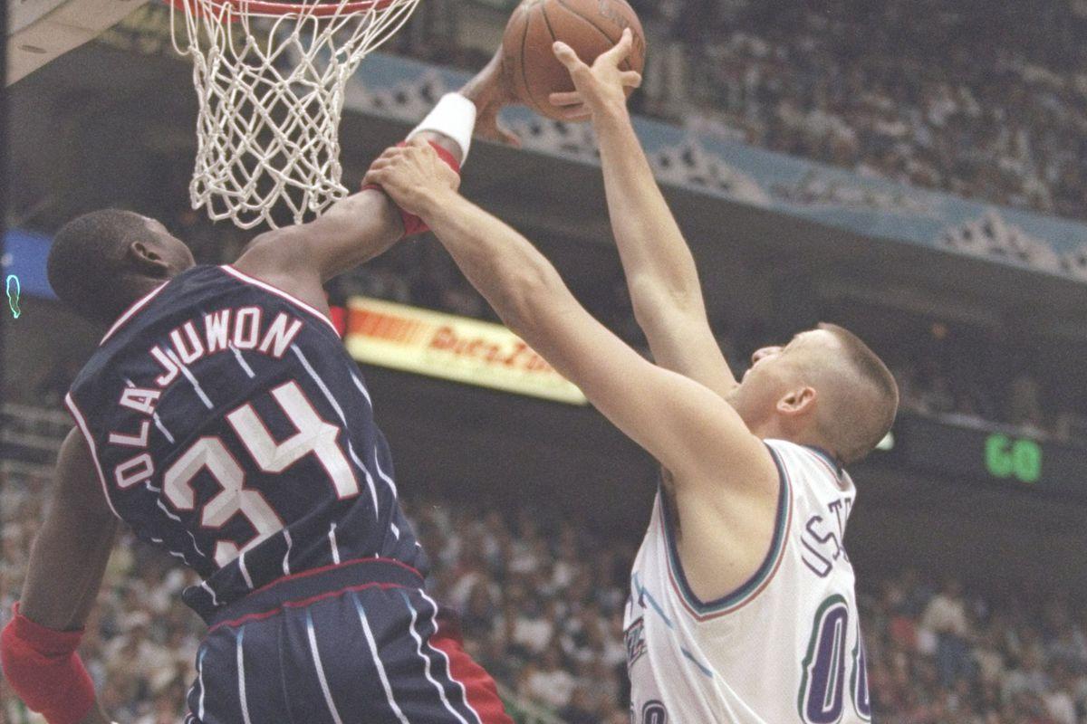 Olajuwon in azione con i Rockets