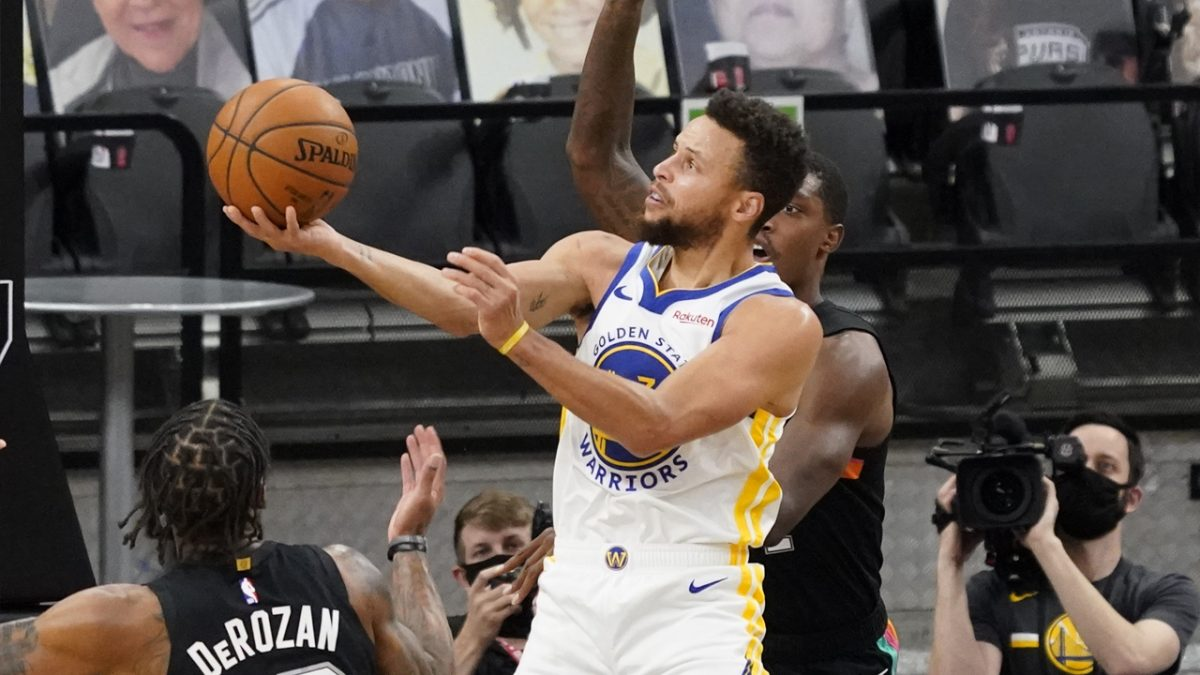 Stephen Curry e il lay up no look