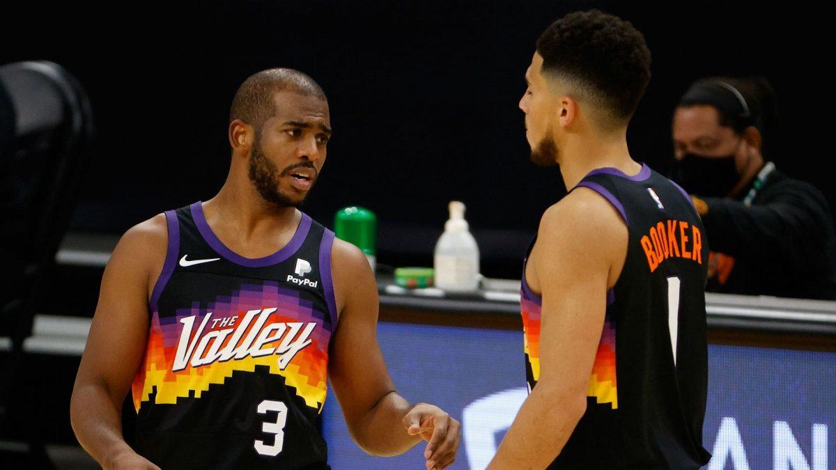 Paul e Booker in azione coi Suns