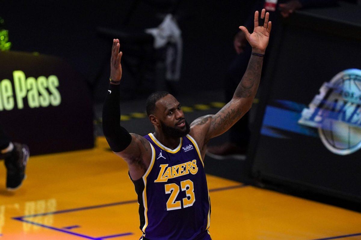 LeBron James esulta dopo la vittoria