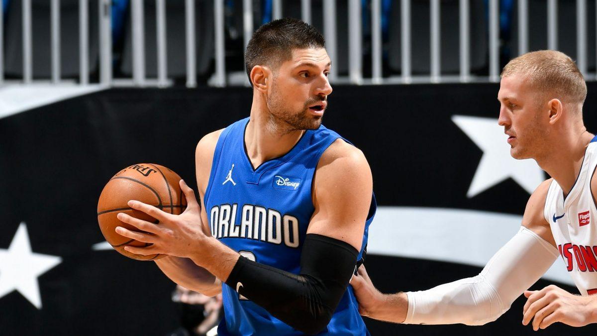Nikola Vucevic in post contro Mason Plumlee