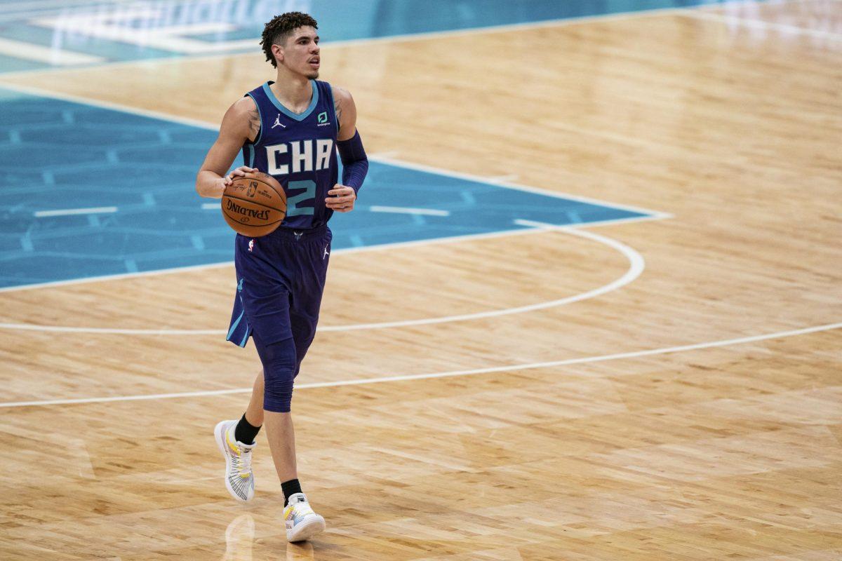 LaMelo Ball imposta il gioco degli Charlotte Hornets