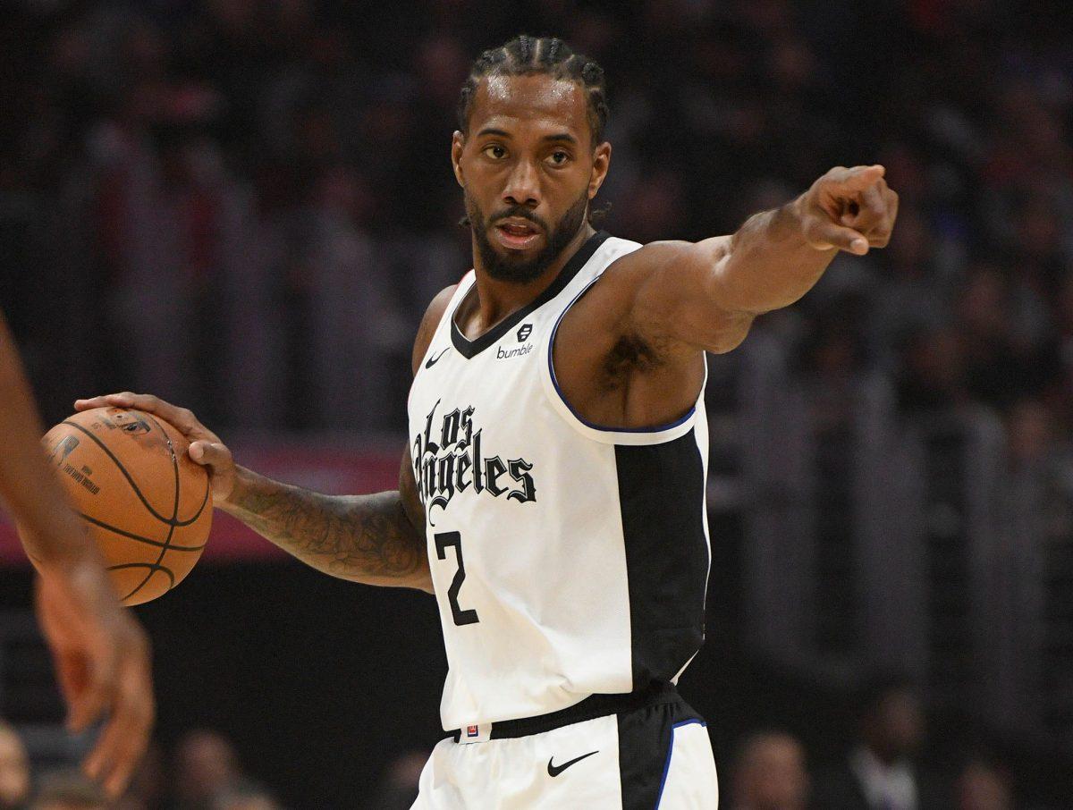Leonard in palleggio con i Clippers
