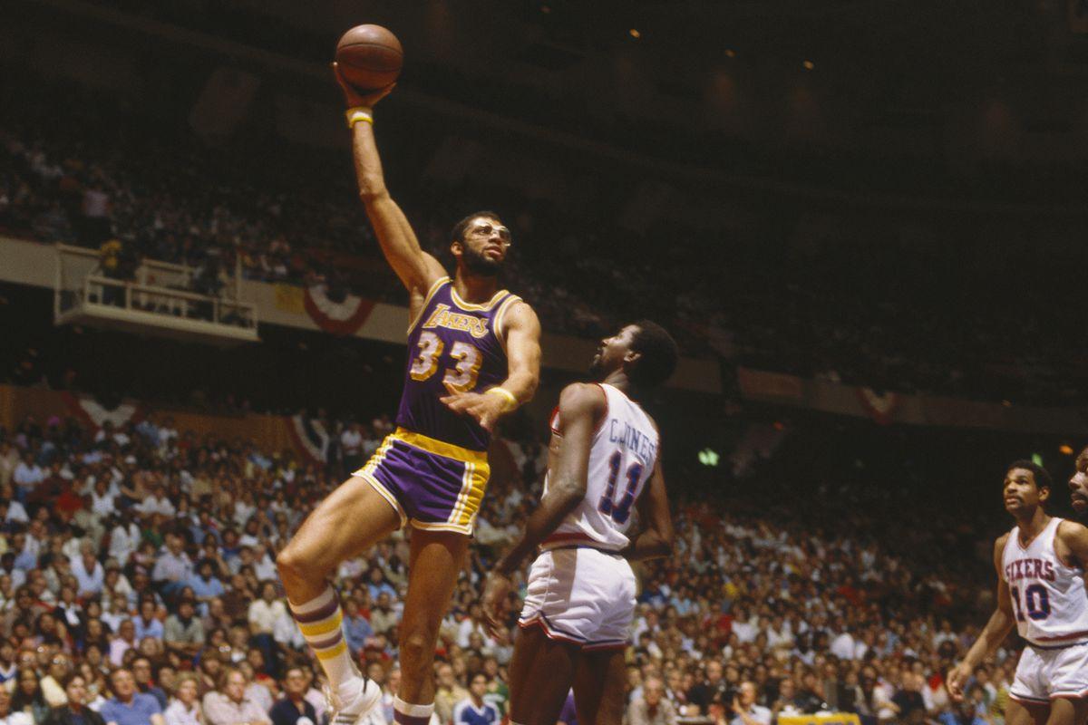 Jabbar in azione coi Lakers