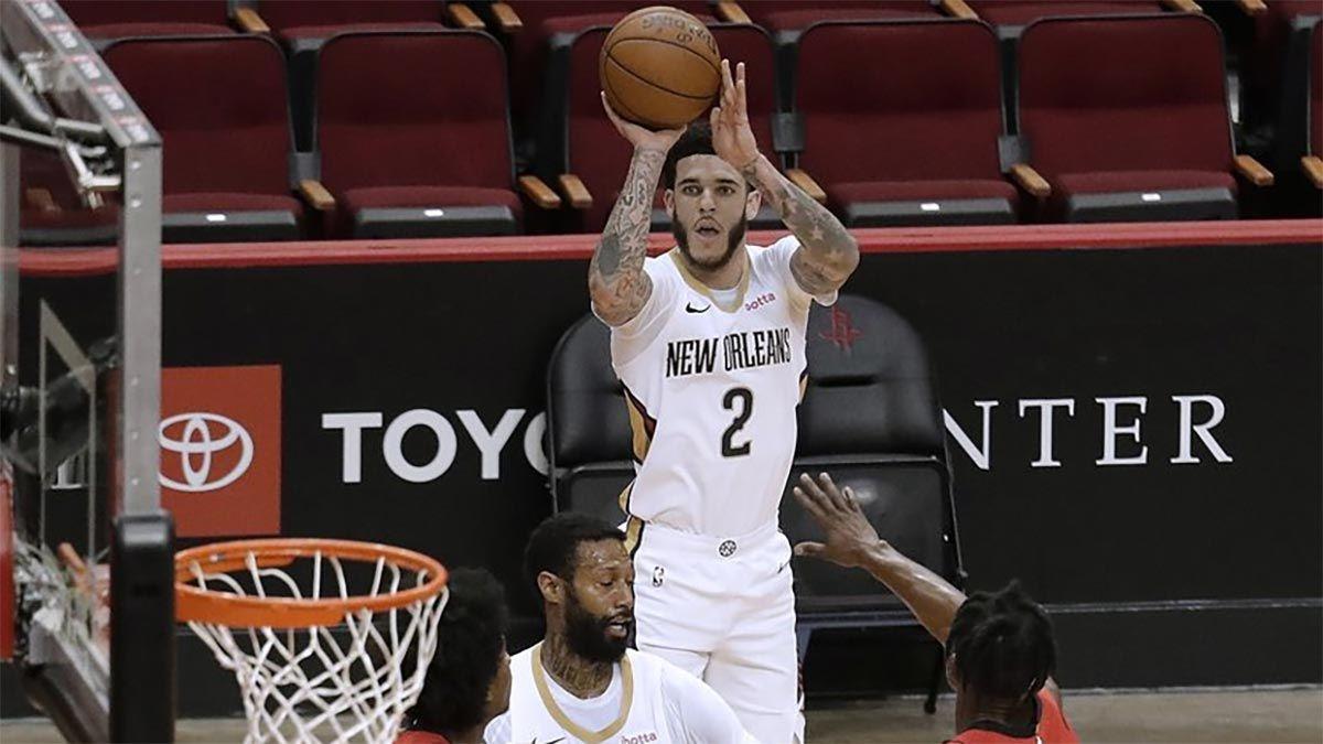 Lonzo Ball al tiro contro gli Houston Rockets