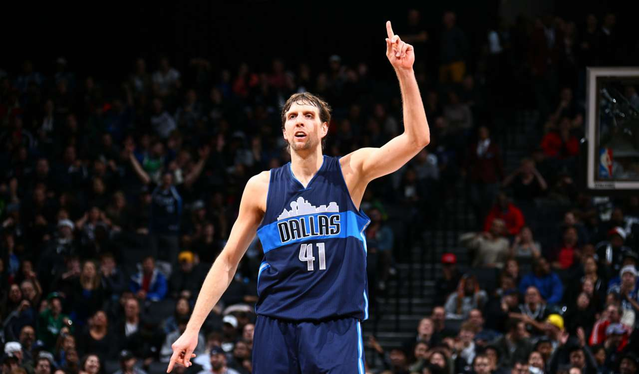 Dirk Nowitzki con la maglia dei Dallas Mavericks