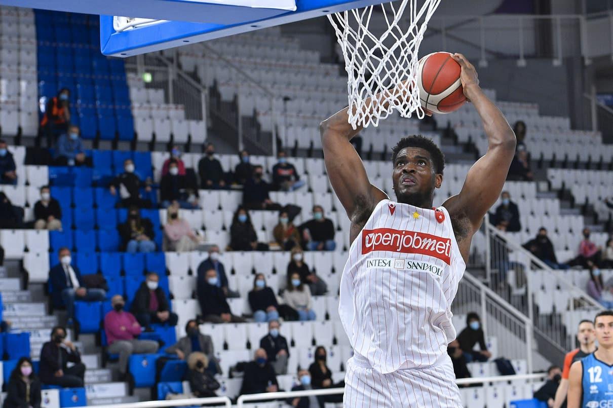 John Egbunu in maglia Varese