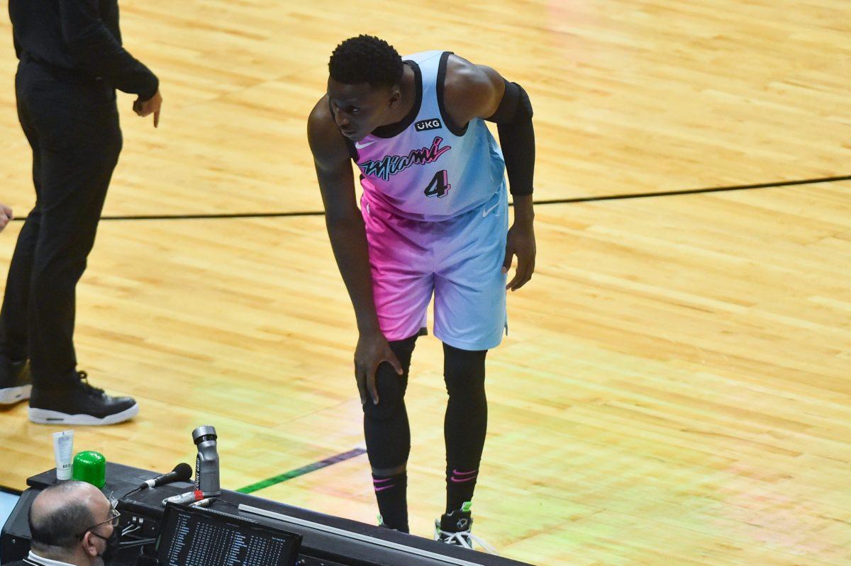 Victor Oladipo si tiene il ginocchio