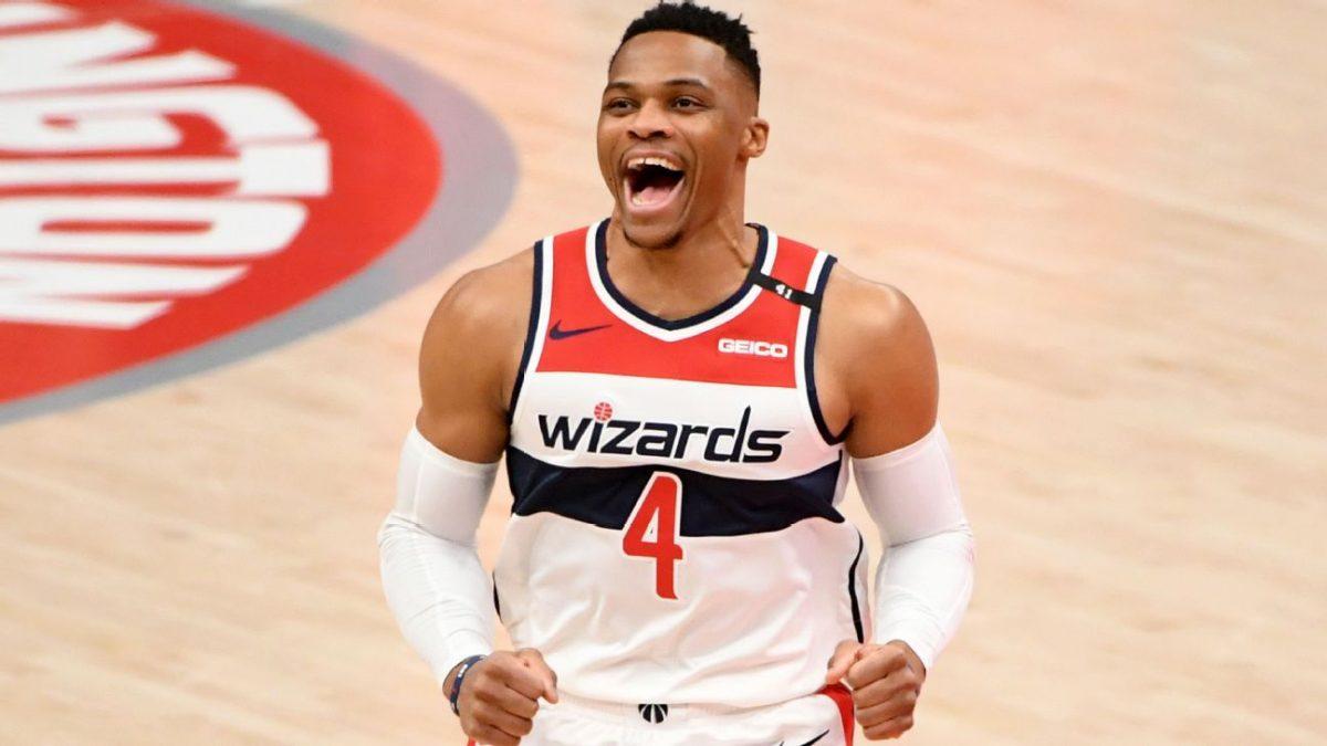 Westbrook festeggia la vittoria della partita