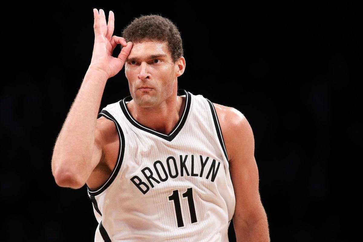Lopez in azione con i Bucks