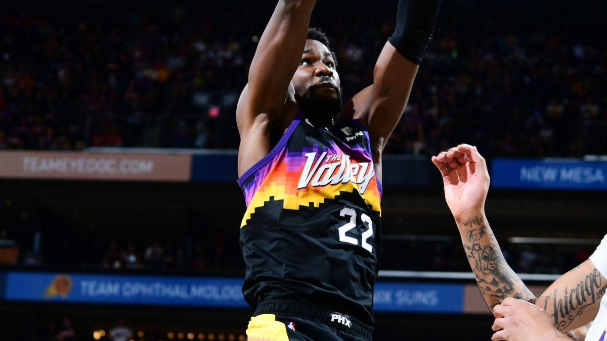 DeAndre Ayton in maglia Suns