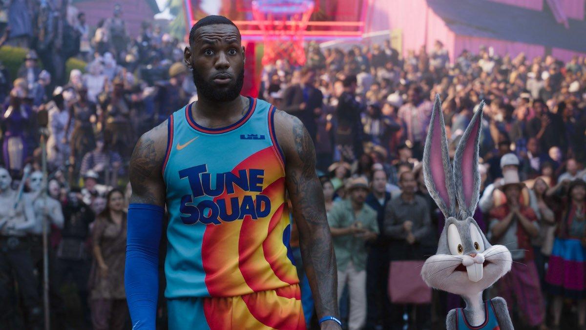 LeBron James in una scena di Space Jam 2