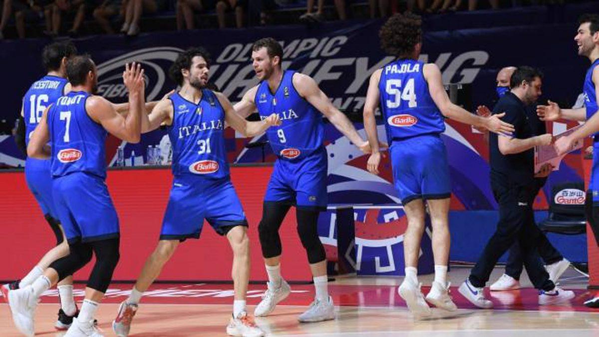 L'Italbasket festeggia la qualificazione alle Olimpiadi