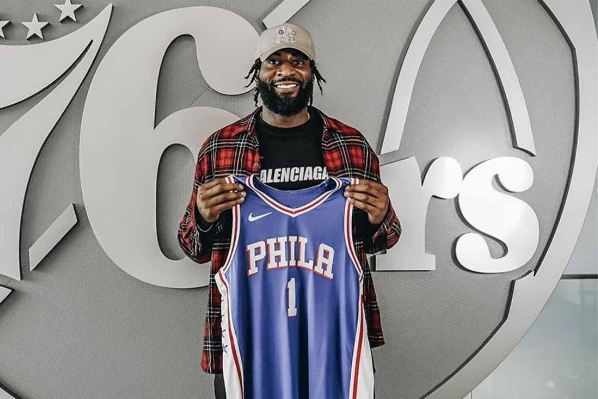 Andre Drummond alla presentazione coi Philadelphia 76ers
