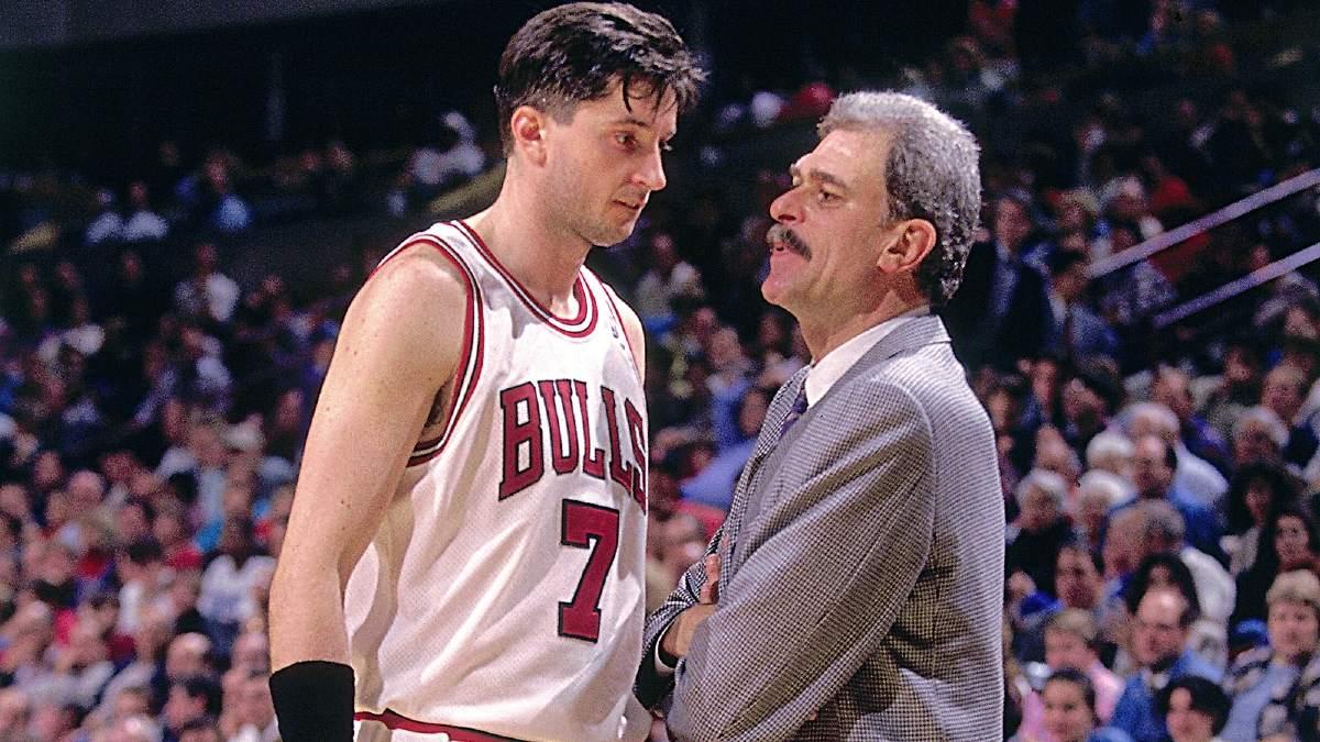 Tony Kukoc e Phil Jackson durante una partita dei Bulls