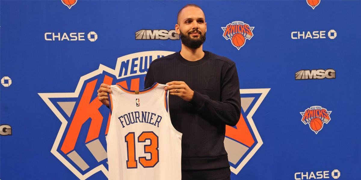Evan Fournier alla sua presentazione con in Knicks