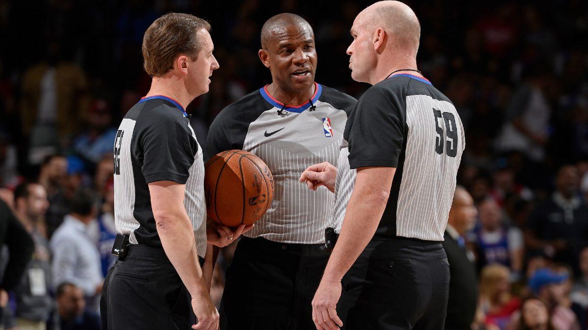 Arbitri NBA durante una partita