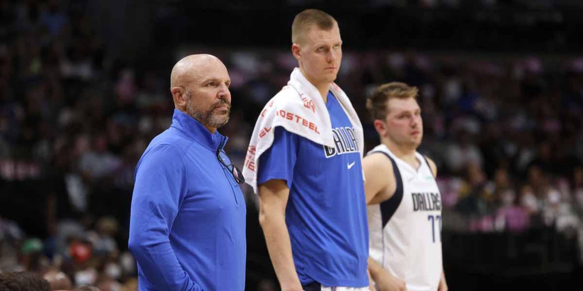 Coach Jason Kidd con Porzingis e Doncic