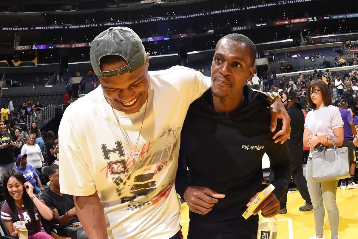Rajon rondo e Russell Westbrook prima di una gara NBA